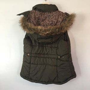 [Bongo] Dark Green Puffer Vest with Animal Print